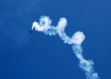acrobatic flyg royaltyfria bilder