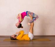 Acrobatic yoga in a studio Royalty Free Stock Photos