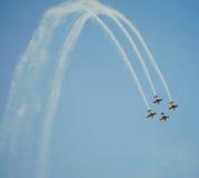 Acrobaties d'antenne de travail d'équipe Photographie stock libre de droits