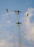 Acrobaties d'antenne de travail d'équipe Photos stock