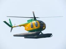 Acrobaties dans un hélicoptère Tirrenia, Pise, Italie, le 11 septembre, image stock