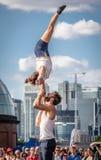 Acrobaties de rue Photographie stock libre de droits