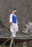 Acrobaties sur la corde raide au village folklorique coréen Photos libres de droits