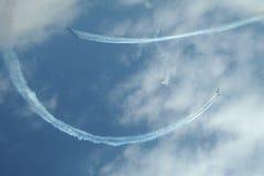 Acrobatisch vliegend team stock afbeeldingen
