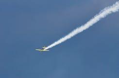 Acrobatisch vliegtuig jak-52 bij BIAS 2015 Stock Foto