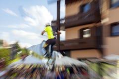 Acrobatische fietserstrucs Het beeld van de kleur Stock Foto's