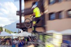 Acrobatische fietserstrucs Het beeld van de kleur Royalty-vrije Stock Afbeeldingen
