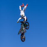 Acrobazia aerea di motocross Fotografia Stock