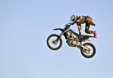 Acrobazia del motociclo Fotografie Stock Libere da Diritti