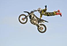 Acrobazia del motociclo Immagini Stock Libere da Diritti