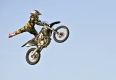 Acrobazia del motociclo Fotografia Stock