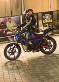 Acrobazia della motocicletta di stile libero, settimana della bici dell'India fotografie stock libere da diritti