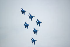 Acrobazie aeree russe di manifestazione degli ærei militari Fotografie Stock