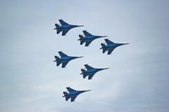 Acrobazie aeree russe di manifestazione degli ærei militari Immagine Stock