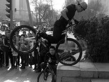 Acrobazie della bici Fotografie Stock Libere da Diritti