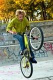 Acrobazie della bicicletta Fotografia Stock