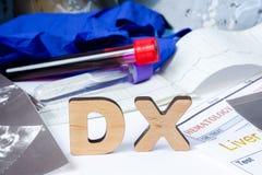 Acronimo di DX o abbreviazione della diagnosi medica - processo di determinazione del tipo di malattia sulla base dei reclami e d fotografia stock