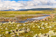 Acroos ποταμών το οροπέδιο Hardangervidda στη Νορβηγία Στοκ εικόνα με δικαίωμα ελεύθερης χρήσης