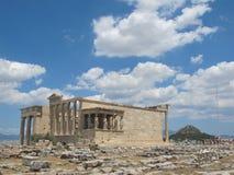 Acropoli con cielo blu e le nuvole, Atene, Grece fotografia stock libera da diritti