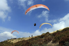Across the sky paragliding Stock Photos