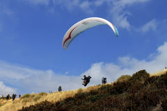 Across the sky paragliding Royalty Free Stock Photos