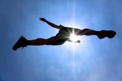 acrossing biegacza sylwetki niebo Zdjęcie Royalty Free