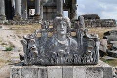 Acroterion und Tempel von Zeus Lizenzfreie Stockbilder