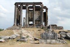 Acroterion und Tempel von Zeus Lizenzfreies Stockfoto