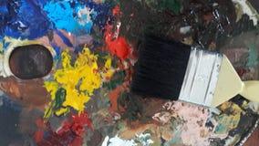 Acrylfarbe mit großer Bürste Stockbilder