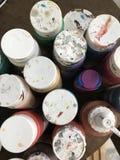Acrylfarbe und Bürste Lizenzfreie Stockfotografie