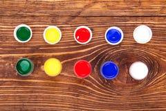 Acrylfarben in den Gläsern Lizenzfreie Stockbilder