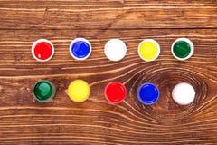 Acrylfarben in den Gläsern Lizenzfreie Stockfotografie