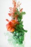 Acrylfarben im Wasser Lizenzfreie Stockfotos