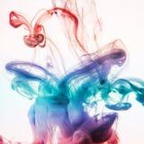 Acrylfarben im Wasser Stockfoto