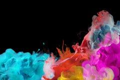 Acrylfarben im Wasser entziehen Sie Hintergrund Stockfoto