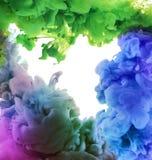 Acrylfarben im Wasser entziehen Sie Hintergrund Lizenzfreies Stockfoto