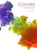 Acrylfarben im Wasser lokalisiert entziehen Sie Hintergrund Lizenzfreie Stockfotografie