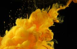 Acrylfarben im Wasser Tintenfleck Lizenzfreie Stockbilder