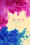 Acrylfarben im Wasserhintergrund Stockfoto