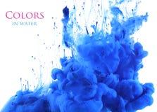 Acrylfarben im Wasserzusammenfassungshintergrund Lizenzfreies Stockfoto