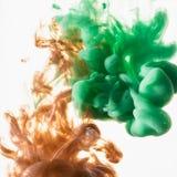 Acrylfarben und Tinte im Wasser Stockbild
