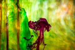 Acrylfarben und Tinte im Wasser Lizenzfreies Stockbild