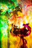Acrylfarben und Tinte im Wasser Lizenzfreie Stockfotografie