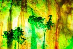 Acrylfarben und Tinte im Wasser Lizenzfreie Stockbilder