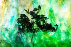 Acrylfarben und Tinte im Wasser Stockbilder