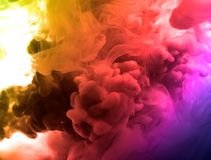 Acrylfarben und Tinte im Wasser Entziehen Sie Feldhintergrund Auf Weiß Lizenzfreies Stockbild