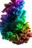 Acrylfarben und Tinte im Wasser Entziehen Sie Feldhintergrund Lokalisiert auf Weiß Lizenzfreies Stockbild