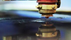 Acrylplastiklaser-Schneidemaschine stock video footage