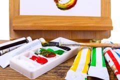 Acrylverven op een schildersezel Stock Fotografie