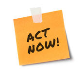 Act now message on adhesive note Royalty Free Stock Image